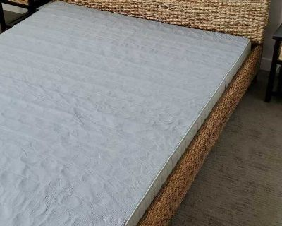 Queen wicker bed for sale, eeuc like new