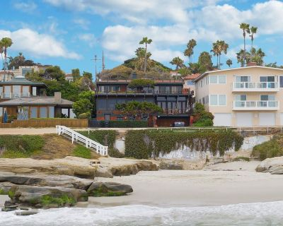 Fleetwood by AvantStay | Retro Modern Oceanfront Home w/ Two Expansive Patios - Beach Barber Tract