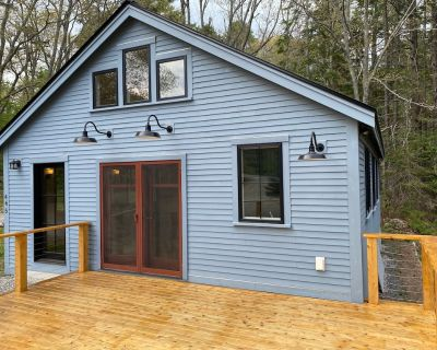 Welcome to Woodland Hollow Cottage. A Barters Island retreat with rustic fusion. - Boothbay