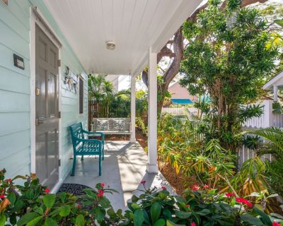 """Modern newly renovated """"reborn"""" home with private deck & hot tub! - Key West Historic District"""
