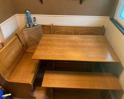 BENCH SEATING w/ TABLE