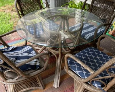 Patio table & 4 chairs with glass top