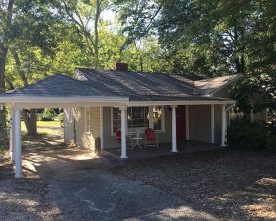 Highly Sanitized Charming Luxury Cottage on Bustling Canton St-Great Location!!! - Roswell