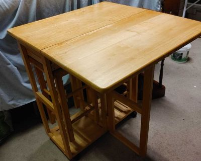 Table set with 2 stools