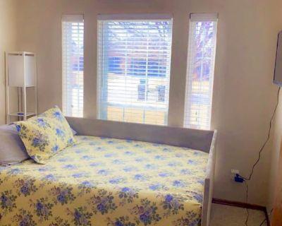 Private room with shared bathroom - Oklahoma City , OK 73142