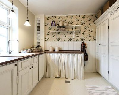 Add a vintage touch to the kitchen with white cabinets