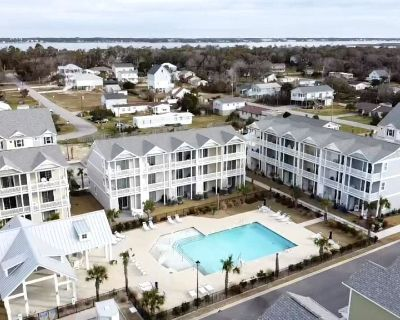 Sandy Flops: 3 BR, 3.5 BA Townhouse in Atlantic Beach, Sleeps 8 - Atlantic Beach