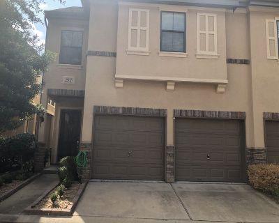 Cozy Home in Houston Roayl Oaks District