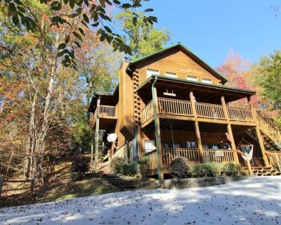 HIDDEN RETREAT | BIG Arcade, Home Theater, Hot tub - Pigeon Forge