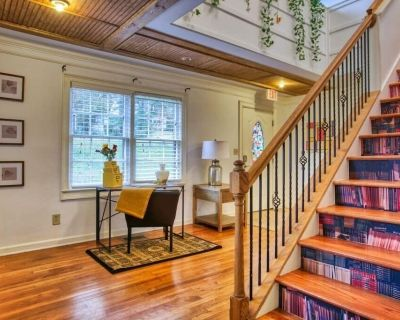 This house is a 5 bedroom(s), 4 bathrooms, located in Chamblee, GA. - Ashford Park
