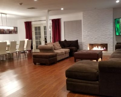 Private room with own bathroom - Winnetka , CA 91306
