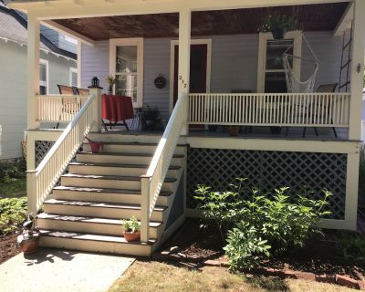 Downtown Couples/Family Retreat - Updated 1915 Craftsman Style Home w. Garage. - Ithaca