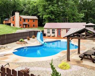 Lakefront Estate on 10 acres, Heated pool/Volleyball court/Soccer field/Hot tub - Jonas