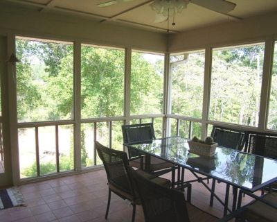 """""""Where Fun And Luxury Mingle"""" Hot Tub, Tiki Bar, Quiet Cove on the water - Gainesville"""