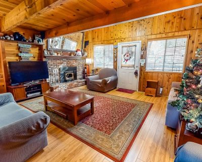Charming mountain cabin w/ a deck & wood stove near the slopes - Moonridge