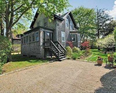 16 Lawn Ave, Jamestown, RI 02835 2 Bedroom Apartment