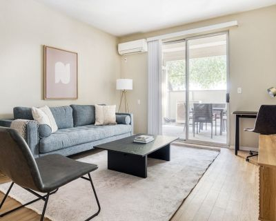 Sleek Campbell 2BR w/ Gym, Pool, W/D, 10 mins to Netflix, by Blueground - Downtown Campbell