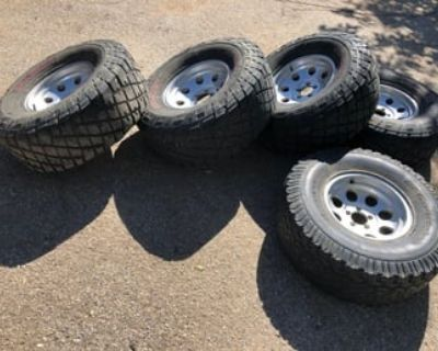 33x12.5x15 tires with rims