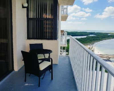 Stunning water view studio condo with king bed near Lovers Key - Fort Myers Beach
