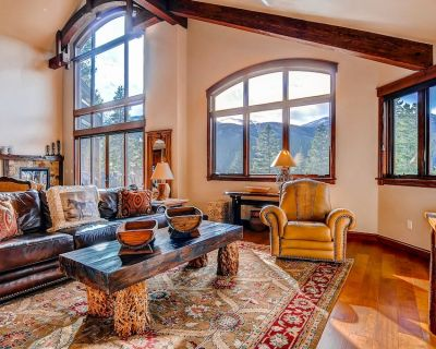 Spacious and private home w/private hot tub, gas grill, & mtn views - Warrior's Mark West