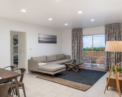 CORPORATE HOUSING/LONG TERM, Fully Furnished 2BR, 2BA Hollywood Apt With Pool - Hollywood