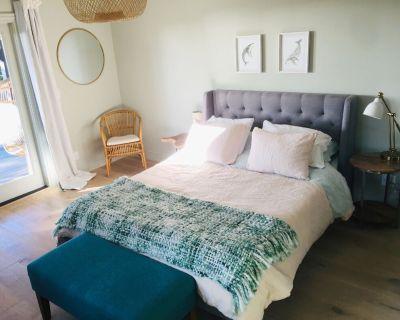 Ocean-view suite w/ porch, walk to beach & nature - Montara