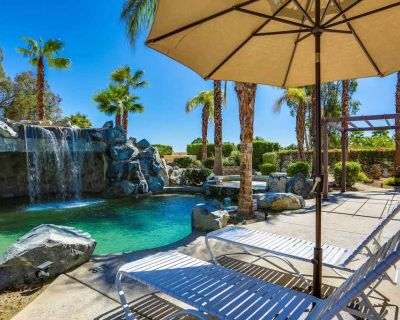 Luxurious dog-friendly home w/ an outdoor kitchen, private pool, spa, & casita - Bermuda Dunes