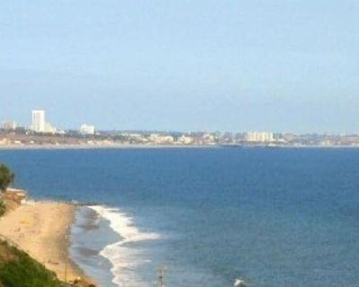 Ocean View 3000 sq ft Villa steps from sandy Beach, close to sights - sleeps 12 - Topanga