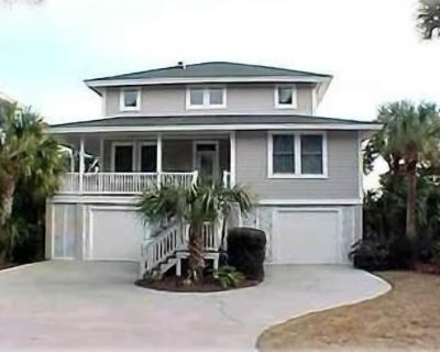 Beautiful Waterfront Canal Home with Dock Close to Golf Course - Fripp Island
