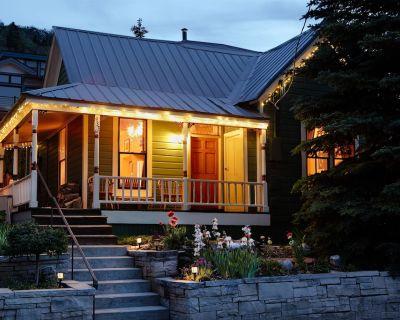 Designer's Home - **WALK TO MAIN STREET** -Hot Tub, Fireplace, Original Art, etc - Downtown Park City