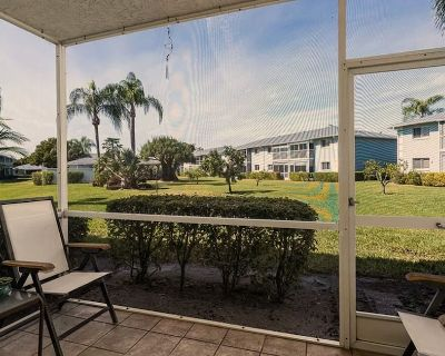 Clean Safe Condo Centrally Located to Hospitals, Beach, Downtown, and Airport - Cypress Lake