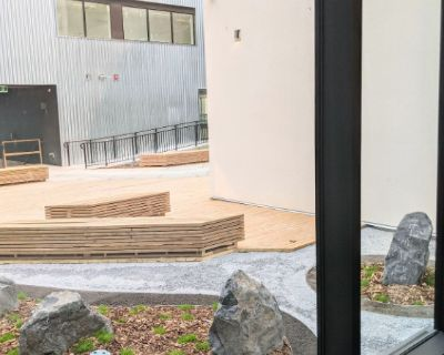 COURTYARD 33: BRAND NEW SOUTH-FACING 1 BED+DEN APARTMENT