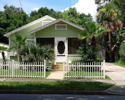 """THE COTTAGE THAT MAKES YOU GO, """"WOW!"""" - Mount Dora"""