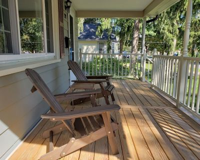 Historic Village House (Just Renovated, New Furniture) steps from Main Street - East Aurora