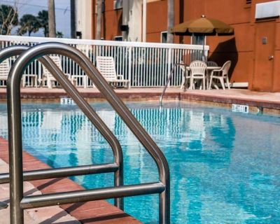 Great Deal! Two Cozy Units for 8 Guests, Pool, Breakfast, Parking, Shuttle - Orlando