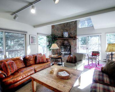 K1 Gore Creek Meadows - Spacious Duplex, Private Hot Tub, Mountain Views - Vail