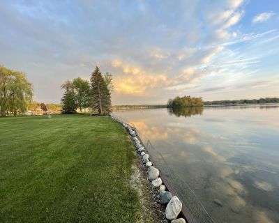 Panoramic Lake Front Retreat : Newly Renovated Entire House /250 ft lakefront - Lenawee County