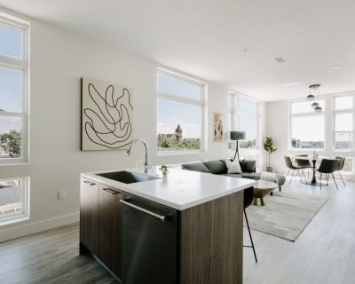 Classic Contemporary Loft with View | Espad n LoHi - Highland