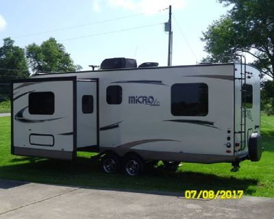 By Owner! 2018 Forest River Flagstaff Micro Lite 25FKS w/slide