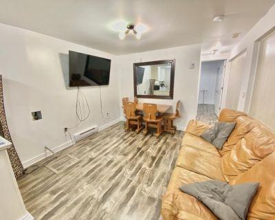 Renovated Private Apartment near Ottawa - Clean & Quiet - Downtown Gatineau