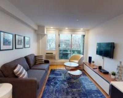 207 Bell St N, Ottawa, ON K1R 0B9 1 Bedroom Apartment
