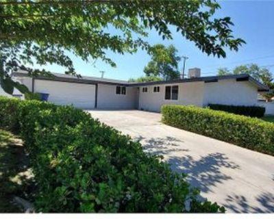 1005 W Avenue J10, Lancaster, CA 93534 3 Bedroom House
