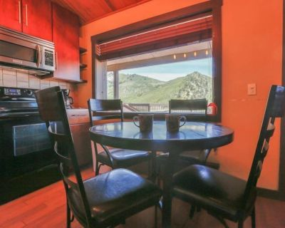 A wonderful kitchen in this beautifully remodeled condo is a treat. - Glenwood Springs