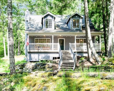 Dreamy Retreat in the Woods W/ Firepit, Fireplace, Free WiFi, Large Deck & More! - Rosario