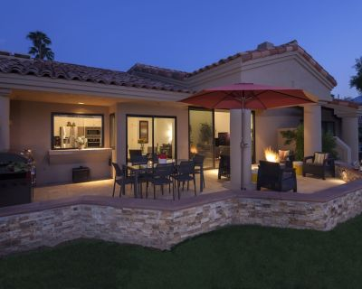 Luxury PGA West Condo-Fabulous Mountain Views, Vintage Golf Cart, Bikes More! - La Quinta
