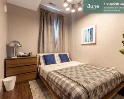 #322 Private Queen Room in South Boston 5-bed / 2.0-bath apartment