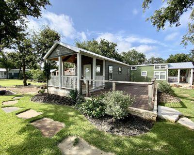 #4 Caney Creek - 1 Bedroom Cottage - Fredericksburg