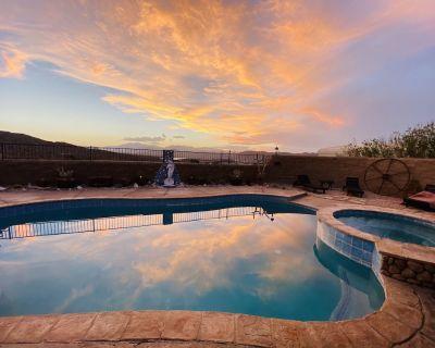 Gypsy Treasures Inn Pool Hot Tub and Sauna - Yucca Valley