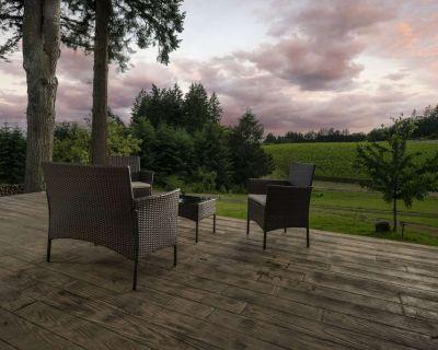 Wine Country Retreat With Vineyard Views, Huge Patio, Free Tastings, Gazebo, BBQ, Plush Furniture - Dayton