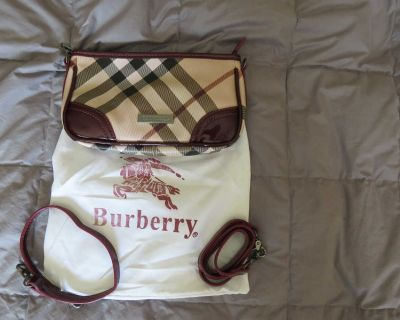 Burberry small purse with storage bag